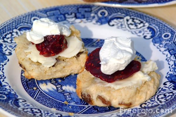 09_29_5---Scones--Jam-and-Cream_web